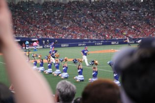 Dragons cheerleaders. Photo by Jenny Lee.